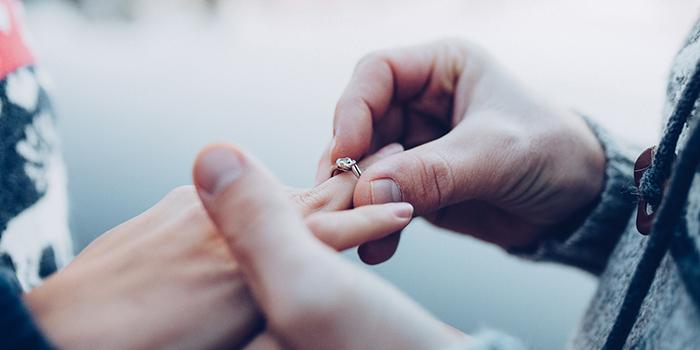 5 mejores maneras de decidir cuánto gastar en un anillo de compromiso