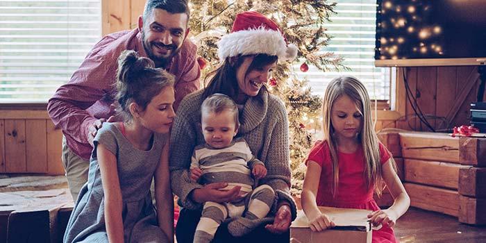 5 maneras en que las familias pueden ahorrar en Navidad