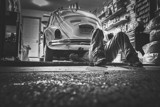 Prepara tu coche antes de viajar. Sigue los consejos de Ferratum