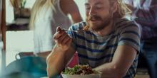 Cenar solos: fin del tabú